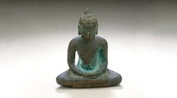 Buddha shakyamuni sculpture sitting in meditation.