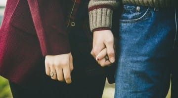 holding-hands-couple