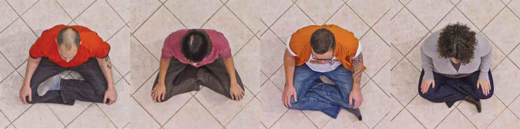 4-people-meditating
