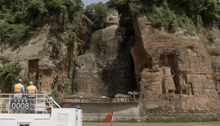 Bourdain and Ripert visit the Leshan Giant Buddha.