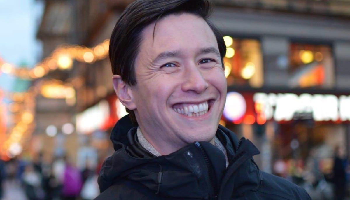 Aaron Lee.