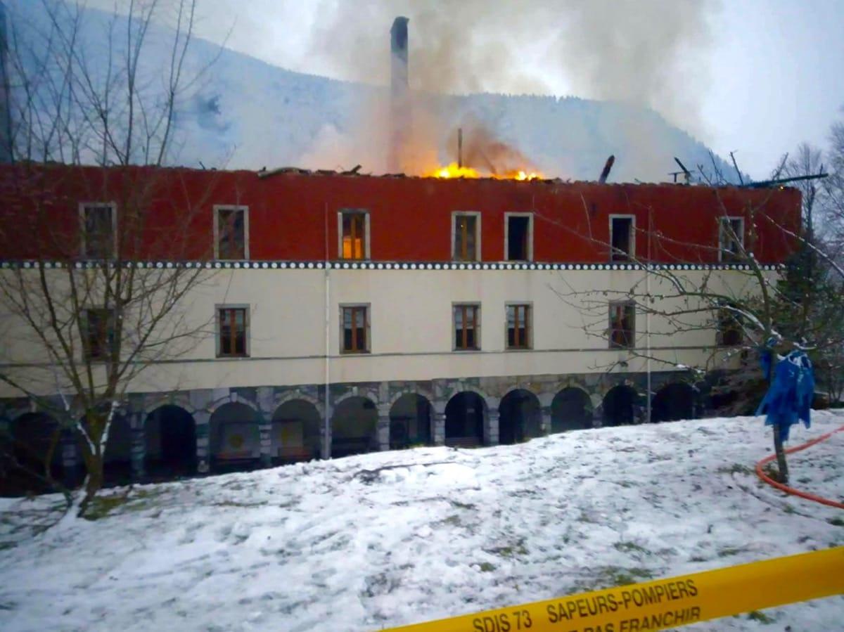 Fire in the main building at Shangpa Karmaling.