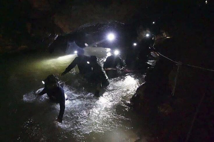 After Learning To Meditate While Trapped In A Flooded Cave For 10 Days The Wild Boars Soccer Team May Become Monks Honor Diver Who Died During Their