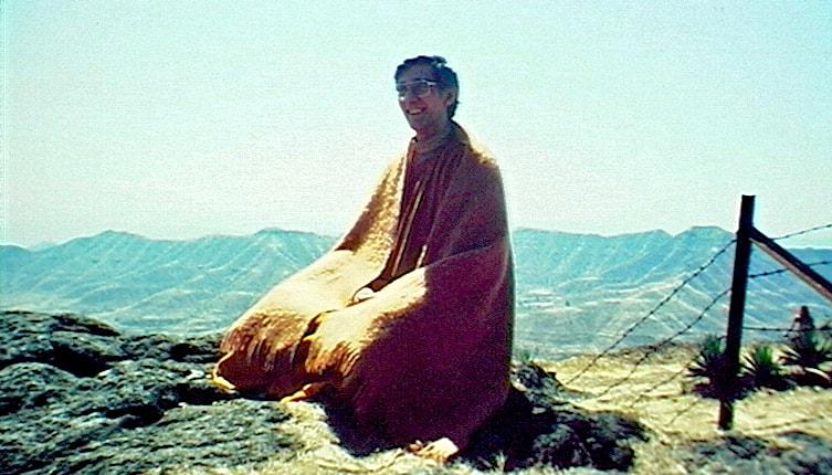 Sangharakshita meditating.